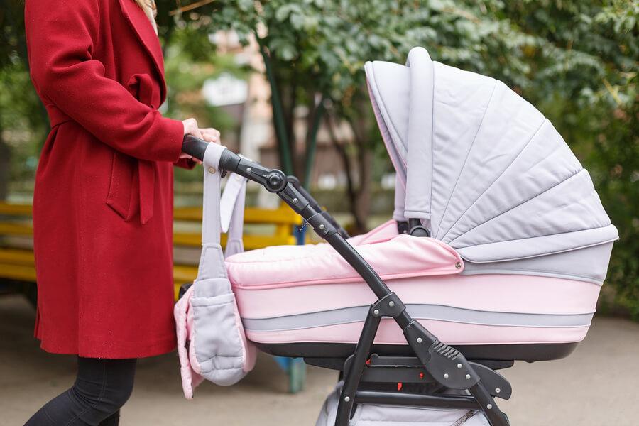 ¿Qué debo meter en la mochila del carrito para mi bebé?