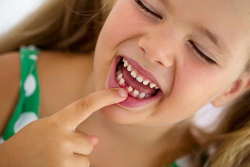 Aliviar dolor salida dientes bebe
