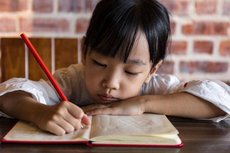 ¿Es bueno que los niños hagan deberes en el verano?