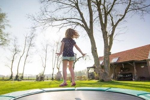 Para detectar la hiperactividad en niños pequeños, es necesario llevarlos al doctor.