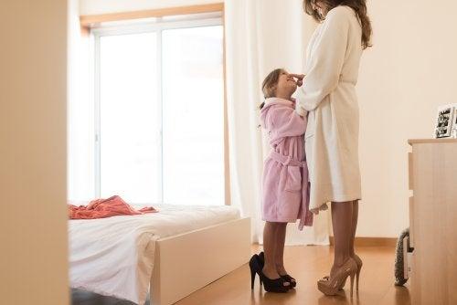 Vestir a los hijos igual que a los padres es una experiencia divertida que a ellos les encanta.