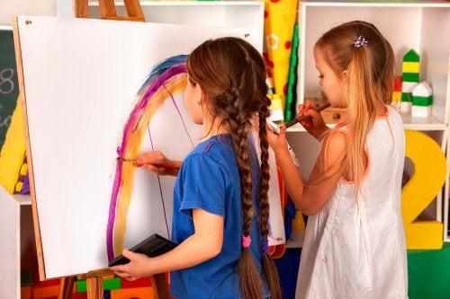 Los talleres creativos para niños potencian sus habilidades.