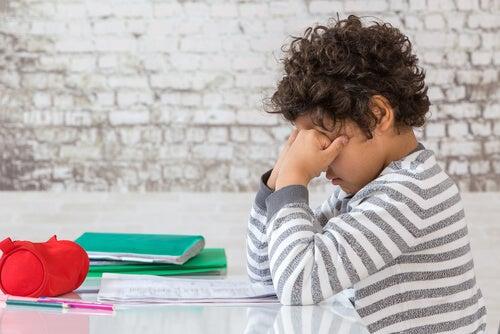 El cansancio puede afectar notablemente al rendimiento escolar.