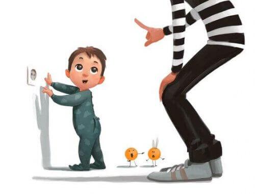 Trucos para alejar a los niños de los enchufes