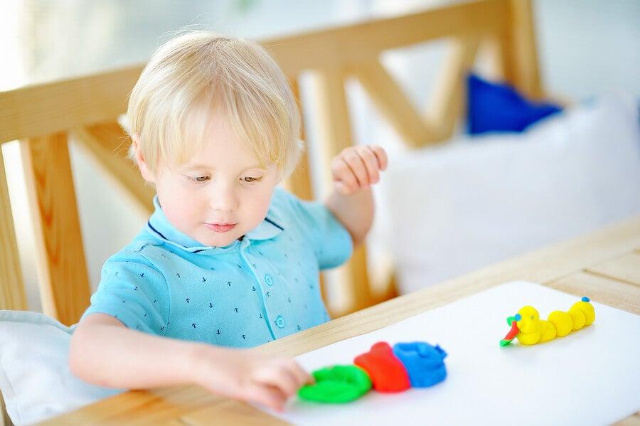 Beneficios de las artes plásticas para los niños