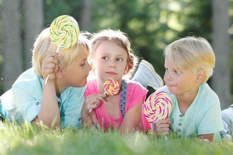 Elaborar golosinas en casa es ideal para que los niños se diviertan y compartan.