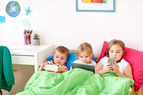 ¿Sabes a qué edad deberían los niños tener móvil?