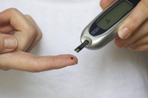 El examen de glicemia es la prueba inicial para diagnosticar la diabetes.