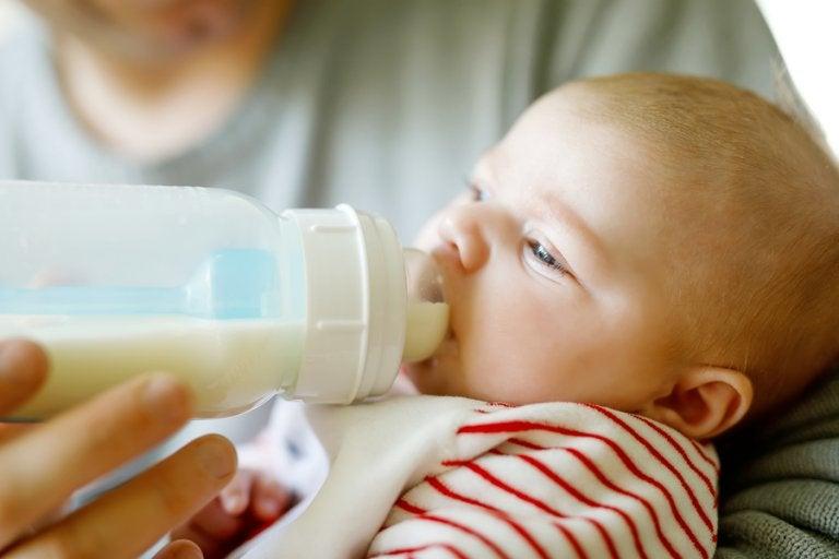 Cantidad de leche recomendada según la edad del bebé