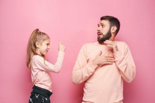 Le manque d'autorité des parents est contestable dans une perspective adulte et désuète.