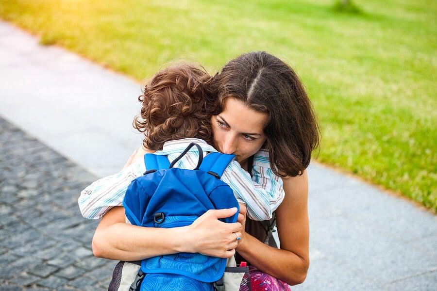 Madre lucha por salvar la vida de su hijo