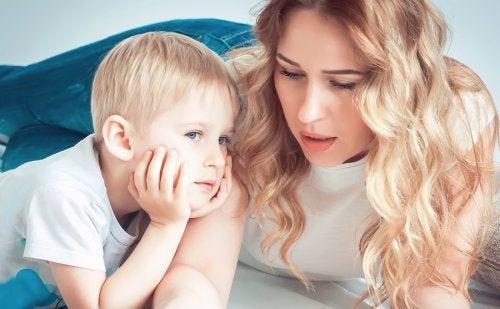 Responder las preguntas más comunes de los niños debe hacerse con paciencia y claridad.