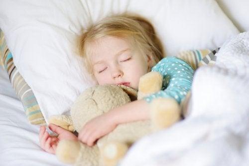 Por diversos motivos, los peluches son los juguetes preferidos de los niños.