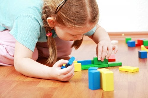 ¿Por qué es bueno que los niños aprendan a jugar solos?