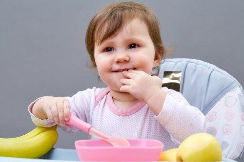 5 tips para enseñar a los niños a comer solos