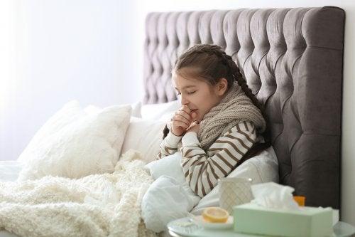 Las defensas de los niños todavía se encuentran en desarrollo, por lo que es normal que se enfermen a menudo.