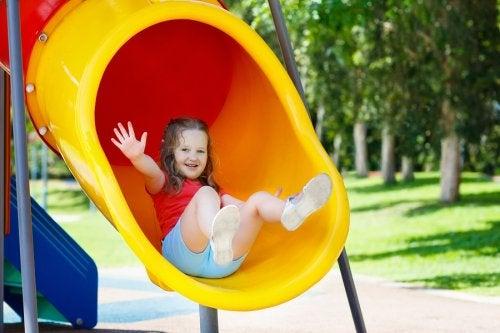 Muchos accidentes infantiles frecuentes en verano se dan en los parques.