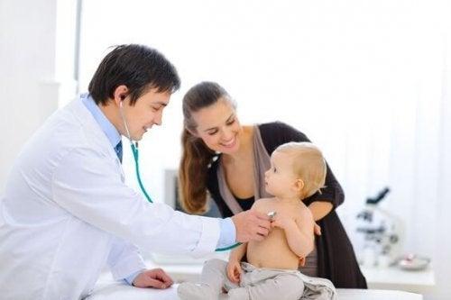 Ante la sospecha de un caso de criptorquidia, es importante una consulta al médico para hacer evaluaciones.