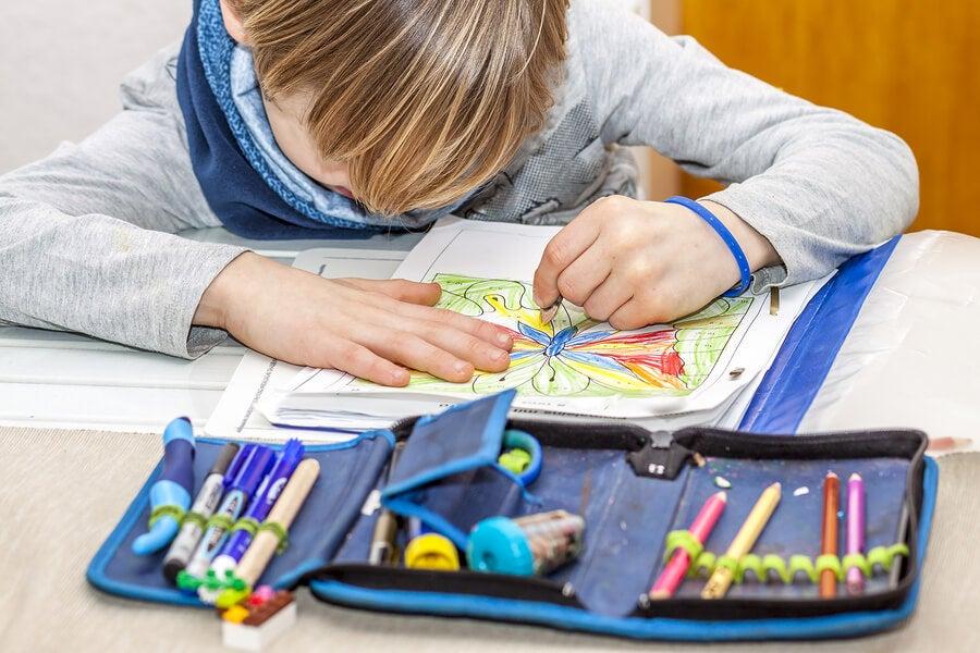 ¿Cómo se desarrolla la lateralidad en los niños?