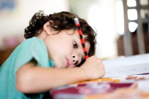 Organizar las tareas de la escuela genera un sentido de responsabilidad en los niños.