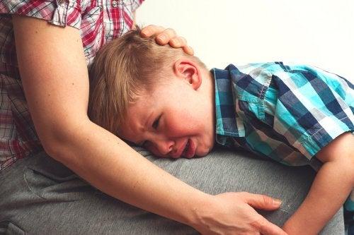 Cómo hablar con tu hijo cuando se separa de su mejor amigo.