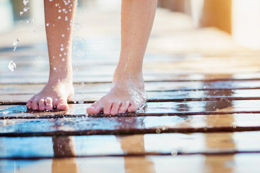 ¿Qué hacer si mi hijo tiene hongos en los pies?