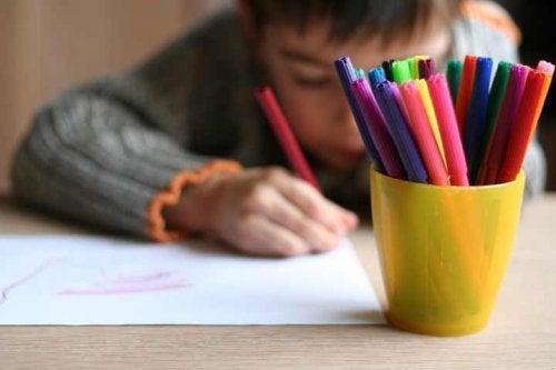 Que los niños aprendan a colorear les ofrece muchos beneficios.