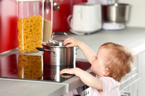 Las ampollas en niños surgen de los accidentes domésticos.