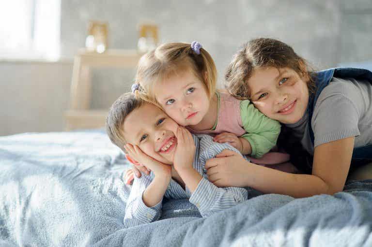 6 consejos para organizar las habitaciones con 3 hermanos