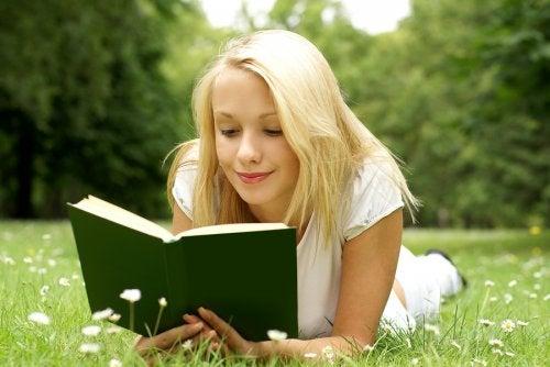 Qué debo hacer para que mi hijo adolescente lea, una de las preguntas más frecuentes para los padres.