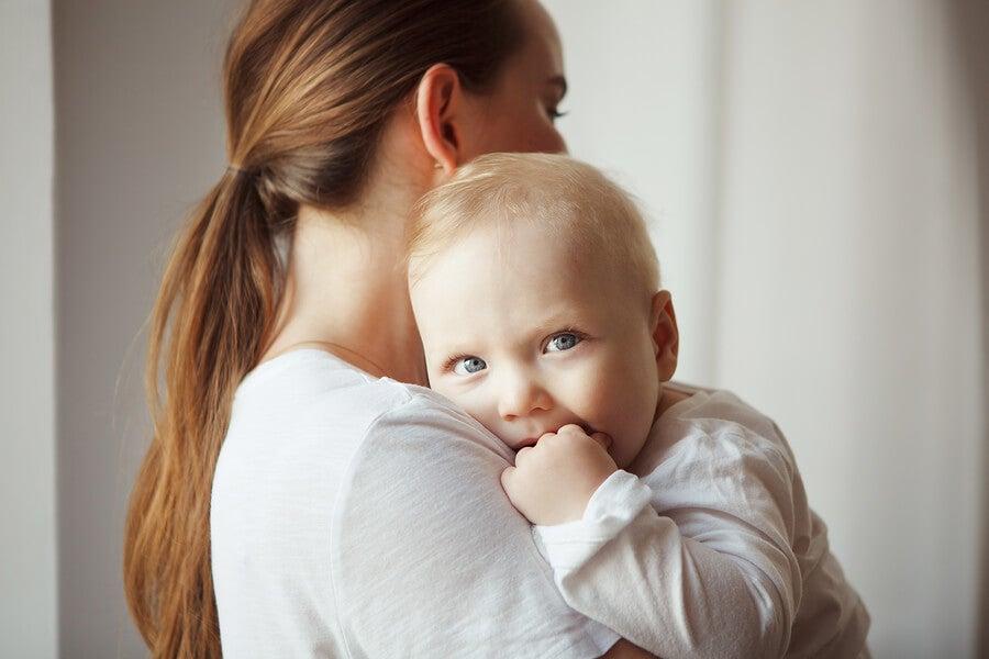 ¿Es bueno que el bebé se chupe el dedo?