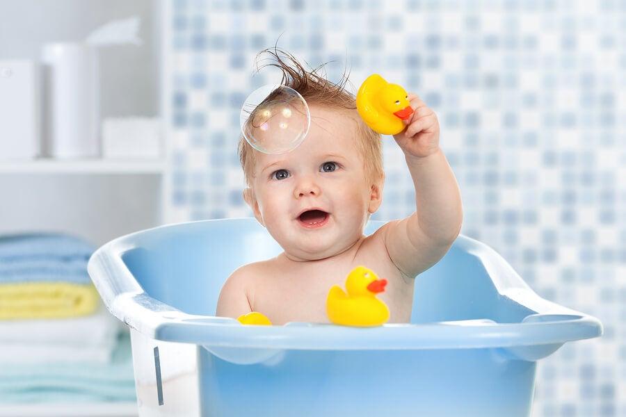Juguetes de agua para la bañera del bebé