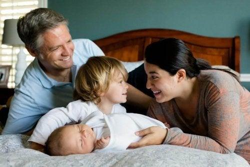 La crianza del segundo hijo suele ser un poco más permisiva que la del primero.
