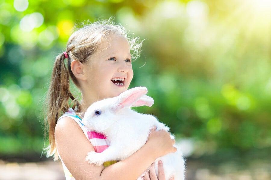 La amistad entre mascotas y niños