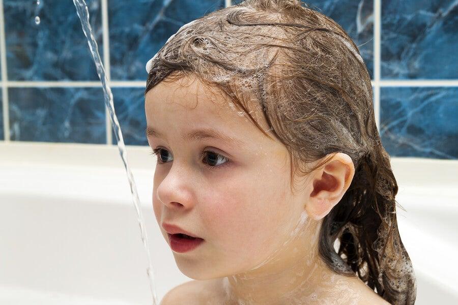 ¿Es bueno lavar el pelo a los niños todos los días?