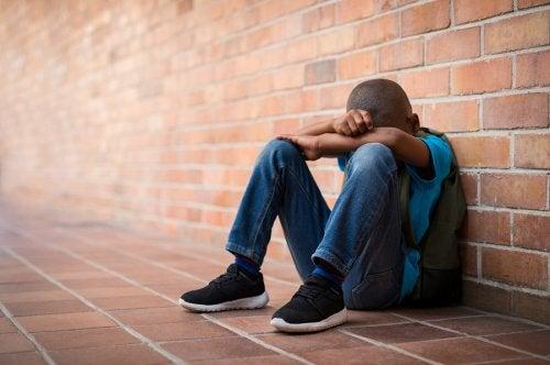 La ausencia de los padres a los niños puede llevarlos a la rebeldía y el abuso de sustancias indebidas.