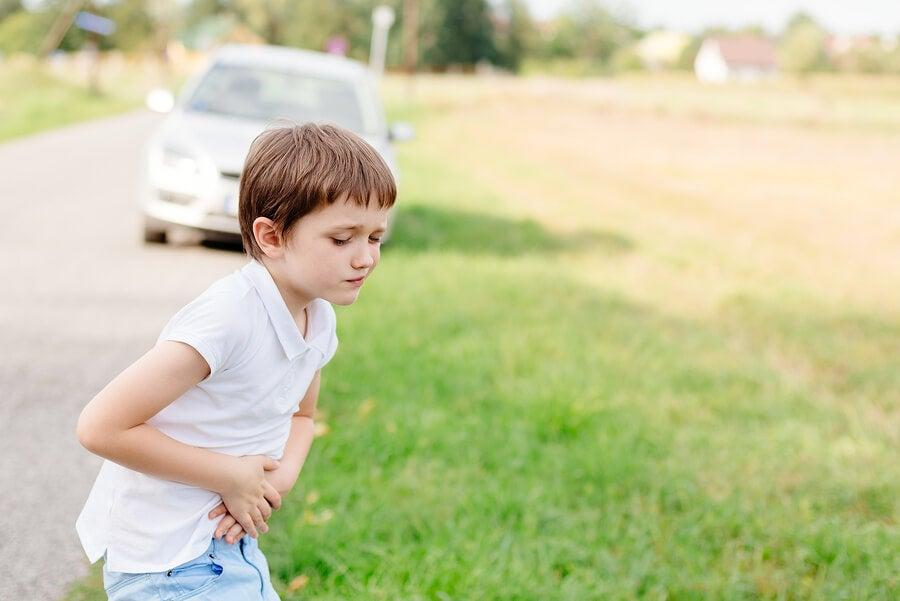 Cómo evitar los mareos de los niños en los viajes