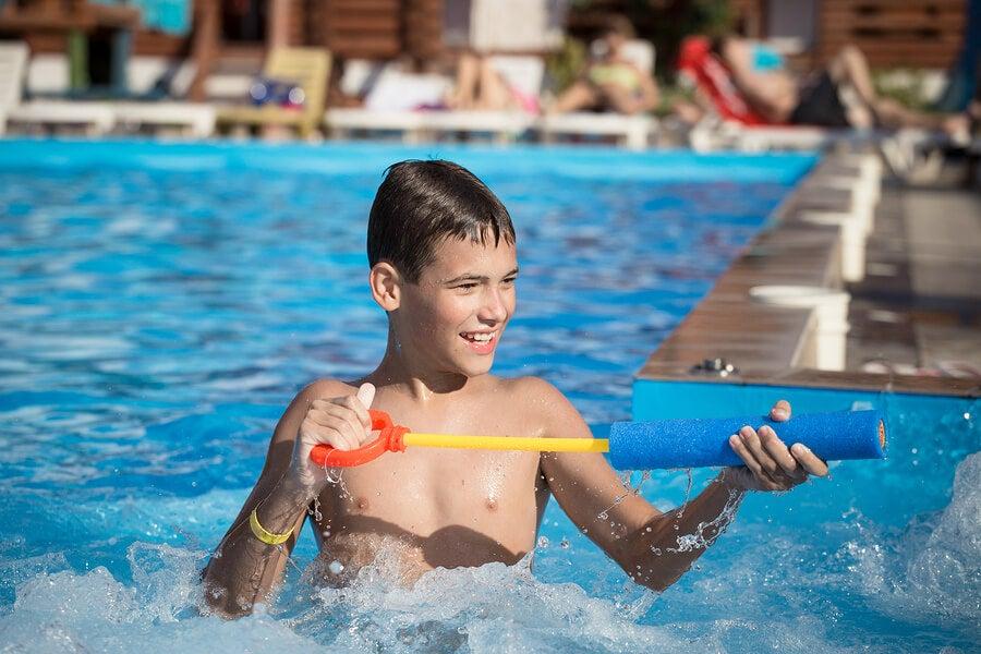 Los juegos de agua para niños son ideales en verano.