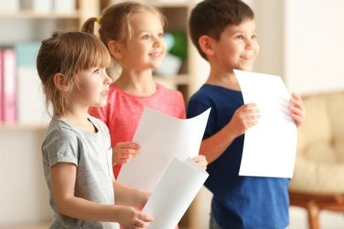Hay ciertas técnicas que aplicar para que mi hijo pierda la vergüenza a hablar en público.