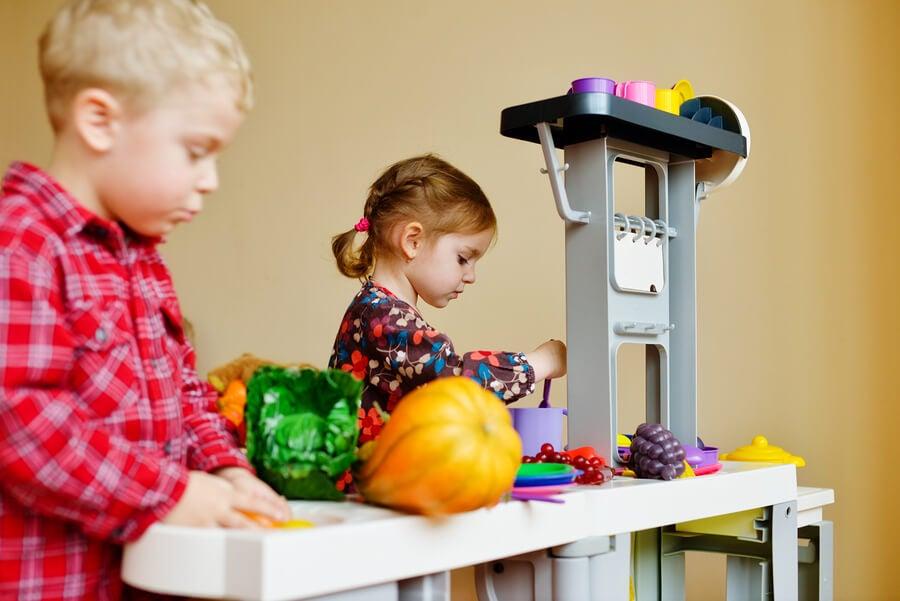 Las cocinas de juguete favorecen la organización.