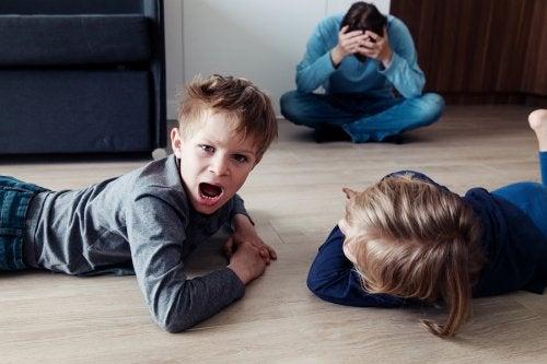 Los niños desobedientes deben ser atendidos, pero también educados con firmeza.