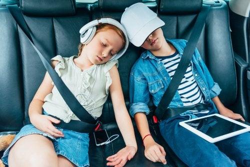 Con estos consejos para que los niños duerman bien en los viajes, su rutina no se verá alterada sobremanera al salir de casa por unos días.