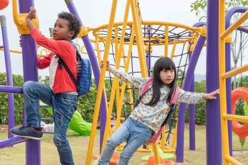Casi todos los parques cuentan con juegos de escalada para niños.