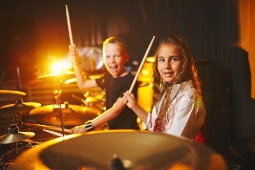 Beneficios de tocar un instrumento durante la infancia