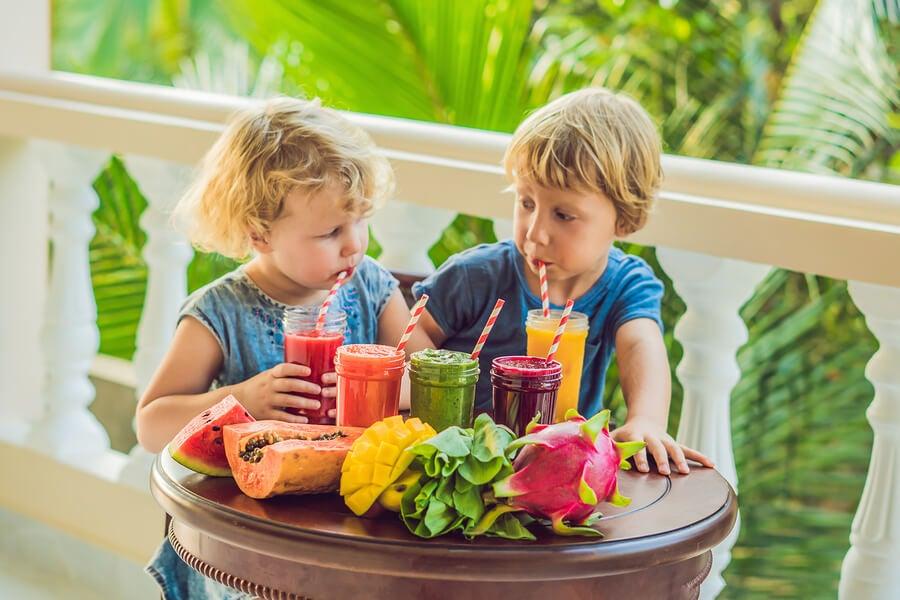 Los batidos de frutas para niños son ideales para las calurosas tardes de verano.