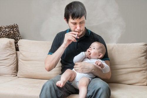 Consecuencias de fumar delante de los niños