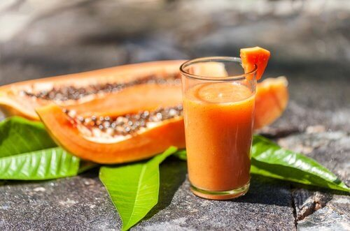 Los zumos de frutas mantienen la buena salud.
