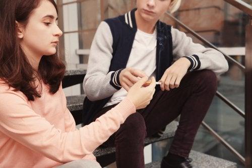 Señales de que tu hijo adolescente fuma tabaco