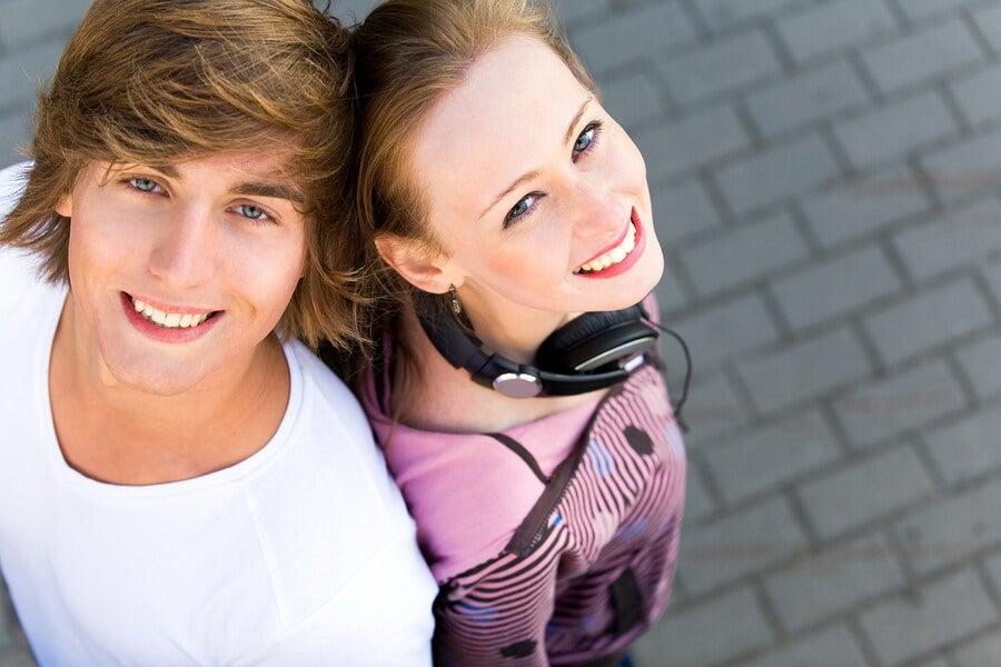 El amor y amistad entre adolescentes es clave para entender el proceso de aprendizaje y crecimiento personal que supone esta etapa.