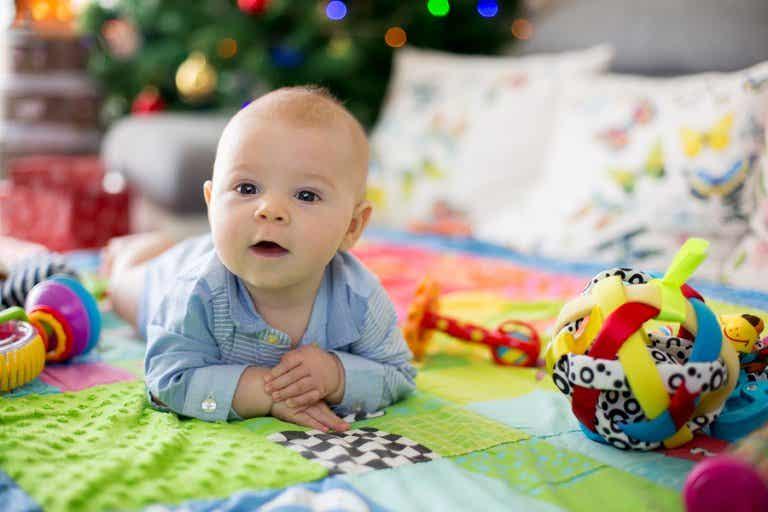 Beneficios de las mantas de actividades para los bebés